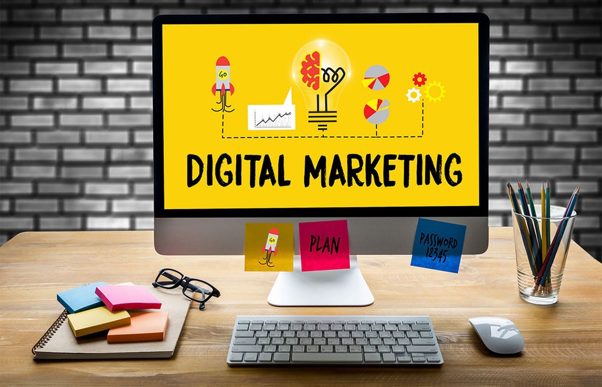 Desktop with keynotes showing digital marketing plan